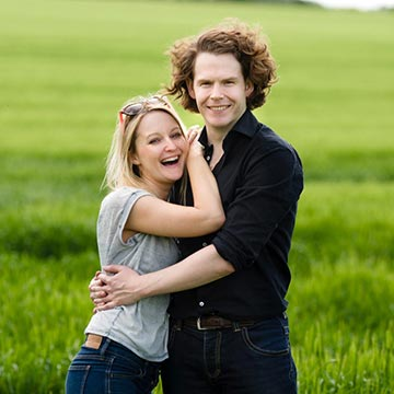 Cornfield couples shoot in Basingstoke