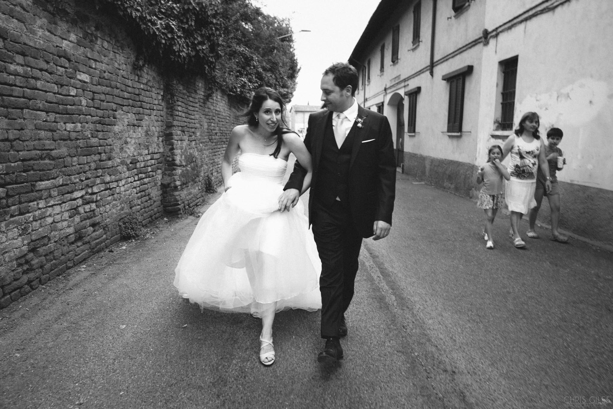 COuple of newleyweds walking in Italy